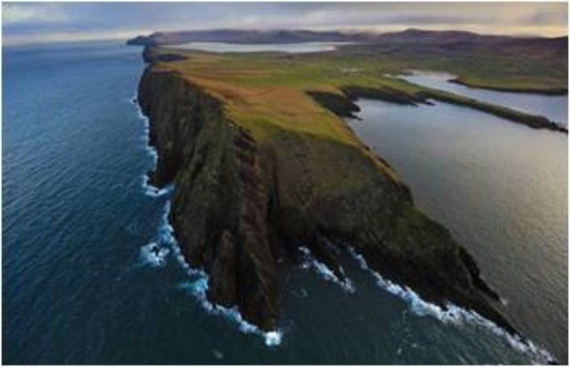 Rugged Wild Atlantic Way with its amazing scenery - vacation in style with Atlantic Way Golf Tours